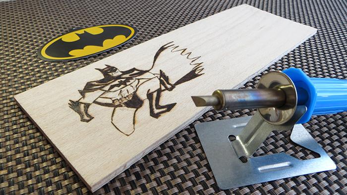 pirográf fa DIY közepes eszközbemutató teszt szuperhős dekoráció geek kreatív