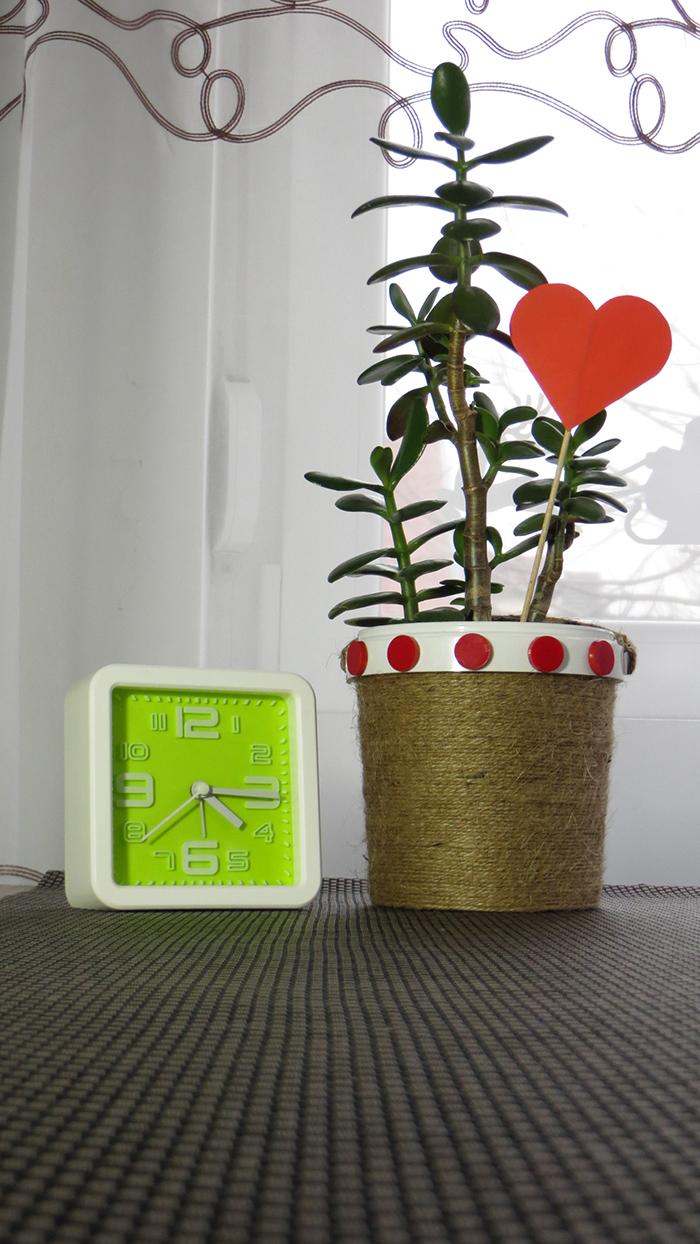 DIY ajándék olcsó könnyű kreatív ötletek recycle Valentin-nap virágtartó újrahasznosítás ünnepek spárga