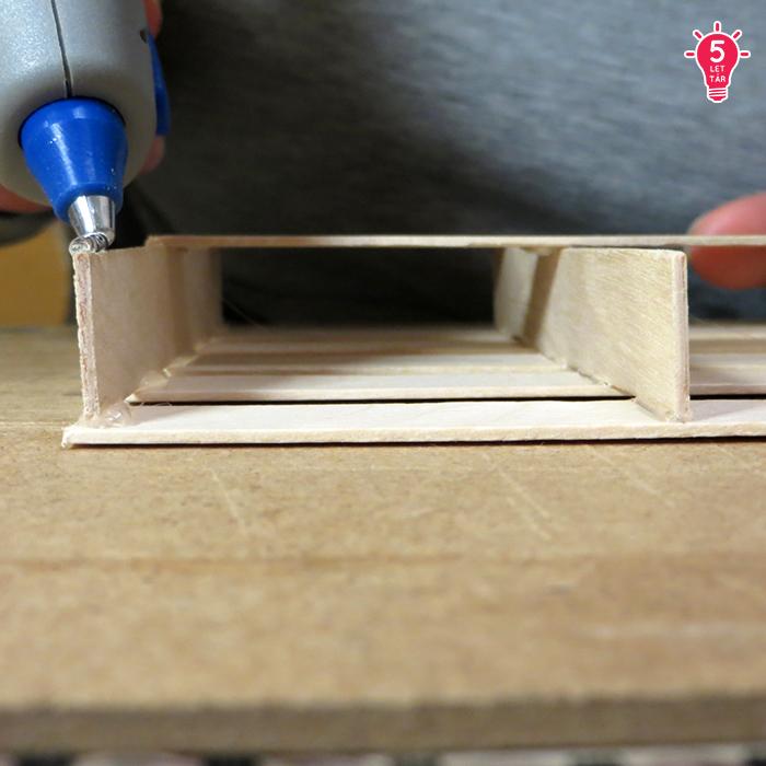 DIY raklap spatula könnyű olcsó használati tárgy konyha ragasztópisztoly újrahasznosítás kreatív ötletek poháralátét