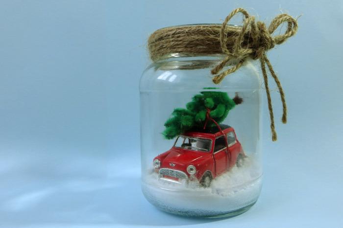 asztaldísz dekoráció DIY gyerekekkel egyszerű gyors tél autó játék kreatív ötletek befőttesüveg havas