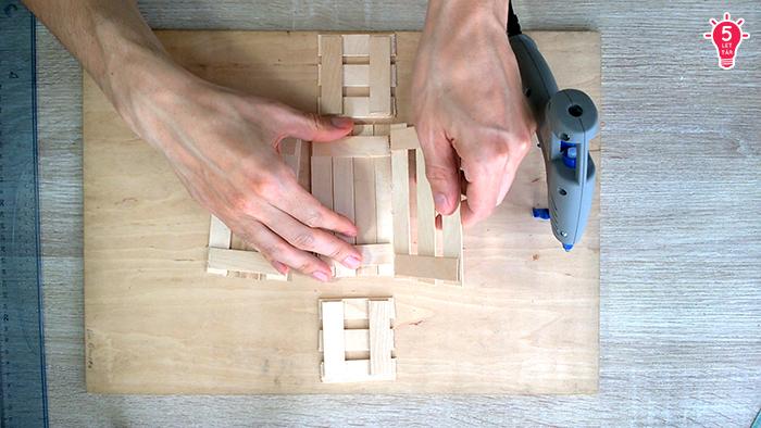 DIY spatula rekesz asztaldísz videó dekoráció használati tárgy konyha olcsó közepes pirográf ragasztópisztoly újrahasznosítás tavasz