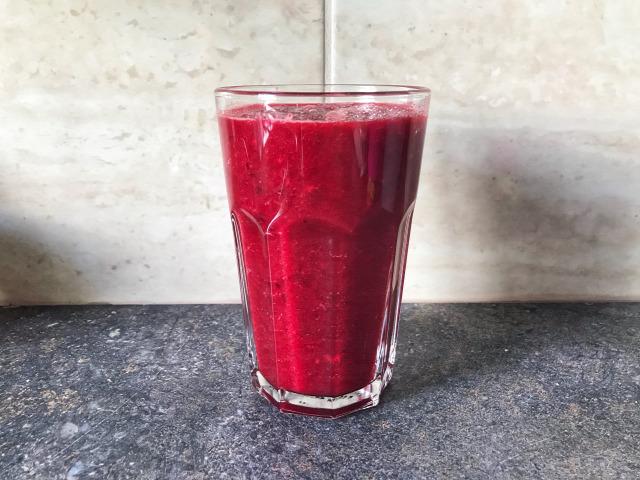 egészség táplálkozás smoothie cékla gyömbér alma fahéj reggeli recept otthon finomat