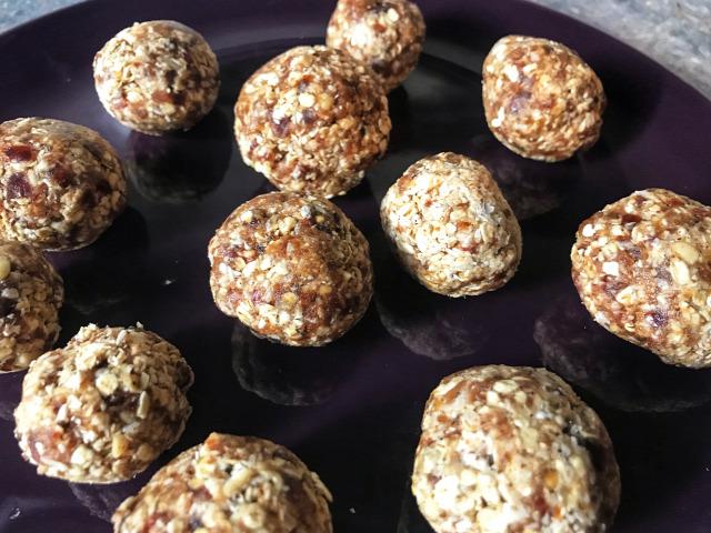 vegán nyers nyers vegán recept tejmentes tojásmentes táplálkozás datolya zab maca por