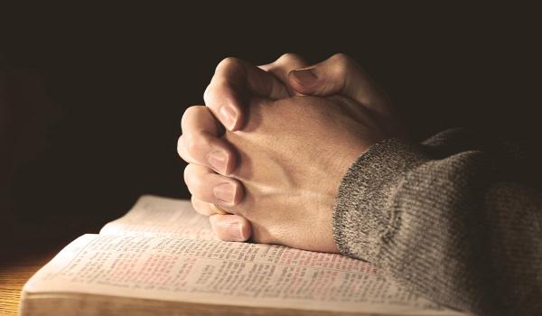 szekta megosztó veszély vallás hit halál agymosás