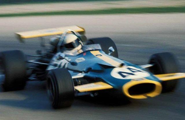 44-es rajtszám Lewis Hamilton
