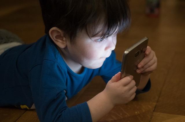 Netfüggő gyerekek Gary Chapman Arlene Pellicane pszichológia psziché egészség