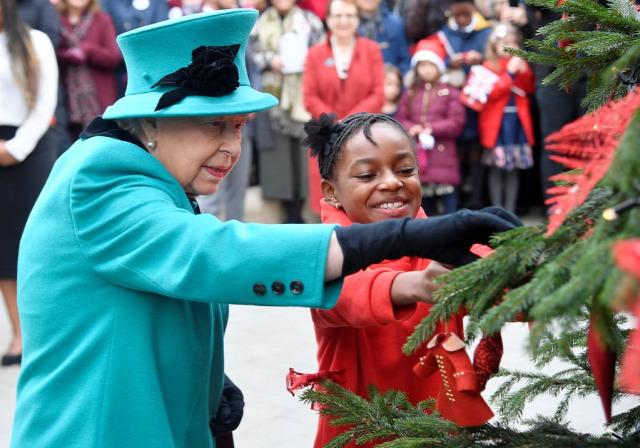 II. Erzsébet királynő brit királyi család Károly herceg Vilmos herceg  Katalin hercegné Harry herceg Meghan 187a3c498d