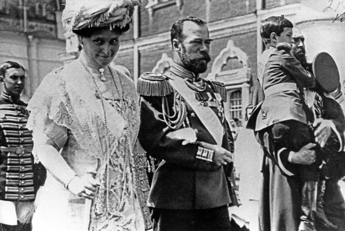 II. Miklós cár Nyikolaj Alekszandrovics Romanov Alix hesseni hercegnő Alexandra cárné Olga Romanov Tatyjána Romanov Marija Romanov Anasztaszija Romanov Alekszej Romanov Romanov család Romanov nagyhercegnők történelem kultúra history