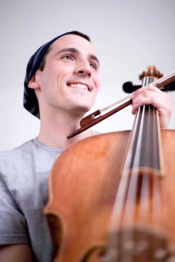 zene nevelés oktatás zenebölcsi cselló baba fejlesztés