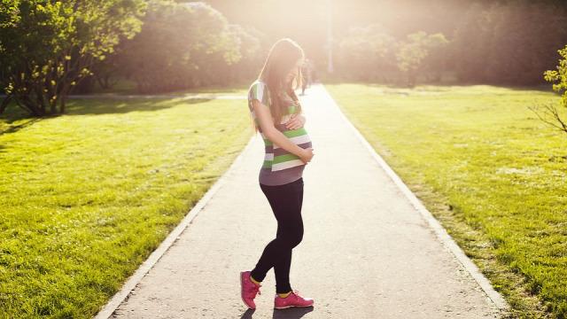 terhesség második trimeszter étvágy hízás libidó babamozgás baba neme büszkeség torna jóga szülésfelkészítő