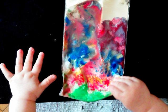 baba kreatív diy festés otthon homemade selfmade ötlet anya alkot színes szivárvány házilag maszatmentes