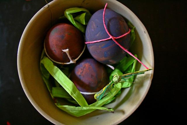 húsvét tojásfestés kreatív fantázia borotvahab színek egyszerű gyors anya alkot bababarát gyerek játék ajándék diy ételfesték dekoráció baba lila