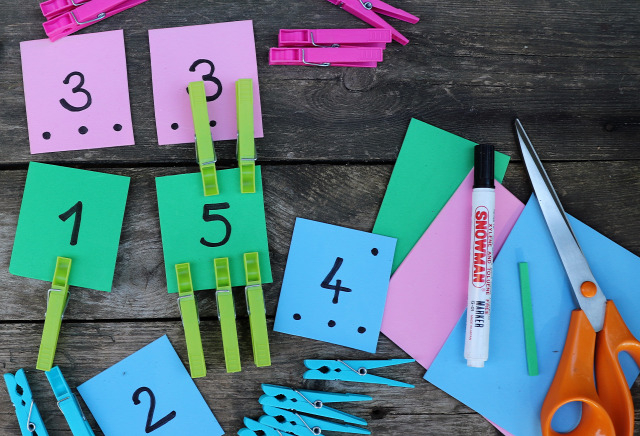 DIY csinaldmagad játék gyerekkel csipesz számolás