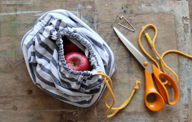 DIY csináldmagad pólóhack bevásárlószatyor varrás újrahasznosítás