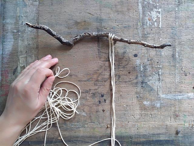 DIY csinaldmagad makramé fonal falidísz csomózás