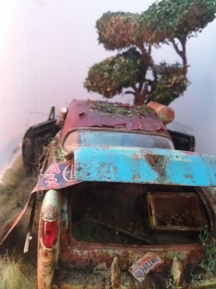 azsgrafiklab diorama handmade diy scalemodel weatheredmodels Chrysler abandoned barnfind