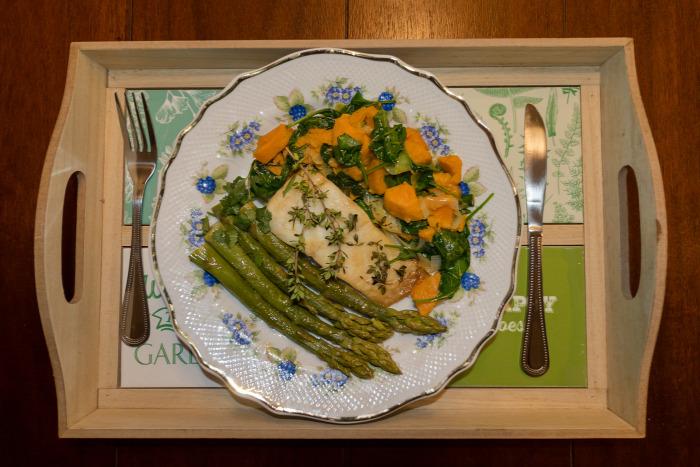 spárga gyömbér paraj bébispenót koriander egészséges finom vitamindús hal fogasfilé édesburgonya egyszerű könnyed gluténmentes laktózmentes főétel