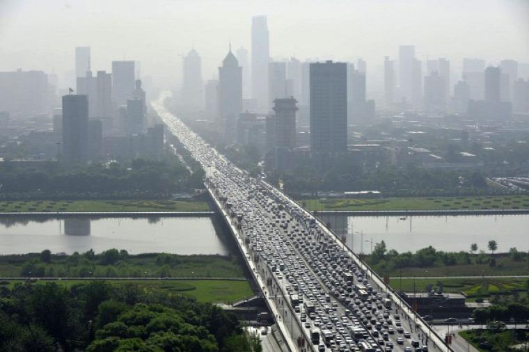 dúgók közlekedés Kína elektromos légibusz közúti felül-aluljárók megoldások közlekedési káosz