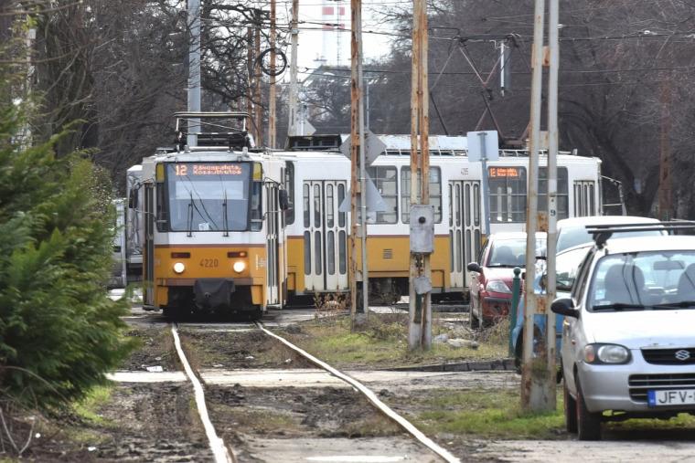 #tömeg közlekedés #busz #villamos #hév #trolli #metró #autó #vonat
