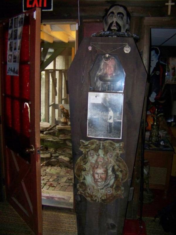 szellemek múzeum warren házaspár démonok sátánista okkult