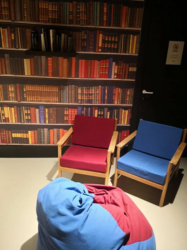 könyv olvas olvasás könyvtár campona kikapcsolódás pihenés relax reblog maraton