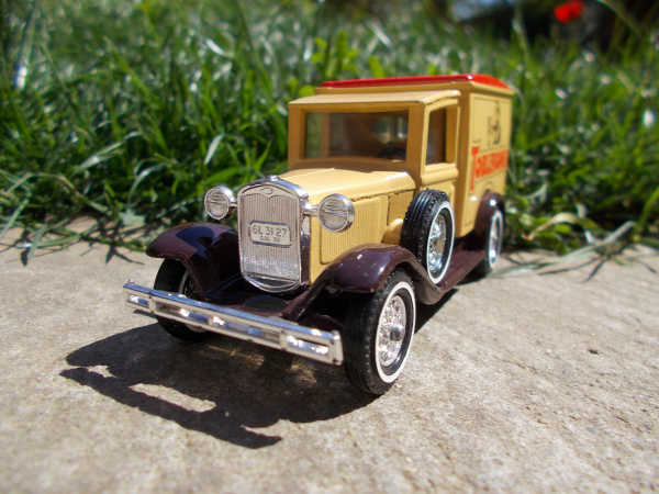 matchbox ford ford a model van models of yesteryear old timer vintage 1930 1981 toblerone