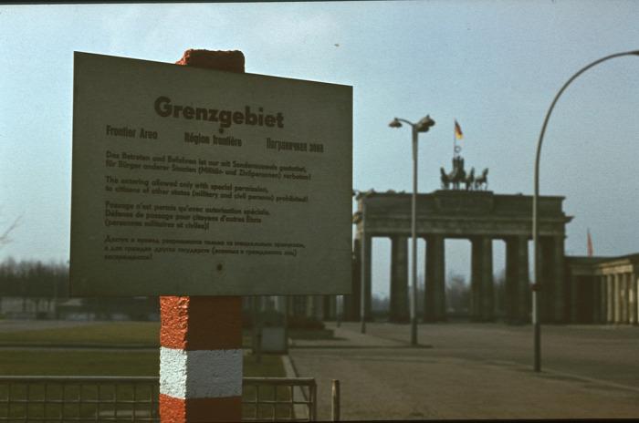 NDK szocializmus Thomas Brussig Maxim Leo Lutz Seiler történelem történelmi platz nosztalgia retró feeling