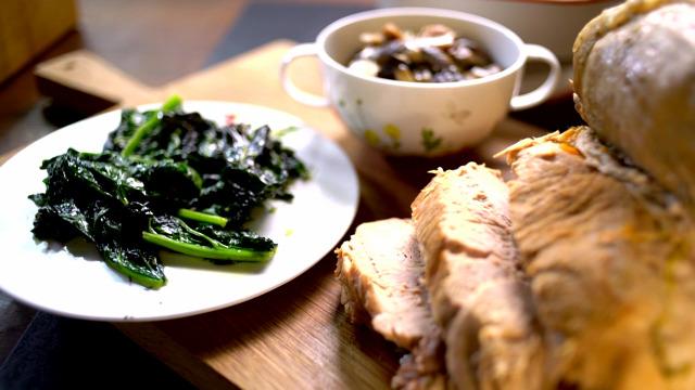 sertéscomb főtt hús erdei gomba