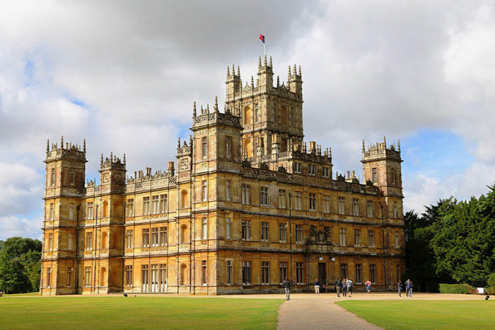 Dowton Abbey II. Erzsébet királynő Highclere-kastély George Herbert de Carnarvon Maggie Smith CoolTour Starlight Time Travel