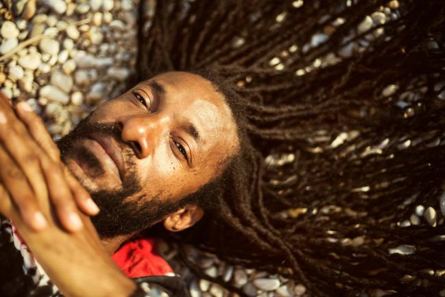 junior kelly reggae riddim colony roots reggae dancehall ska Rybydub A38 koncert buli album cd love béke mosoly gyökerek rastafári jamaica a38 hajó roots