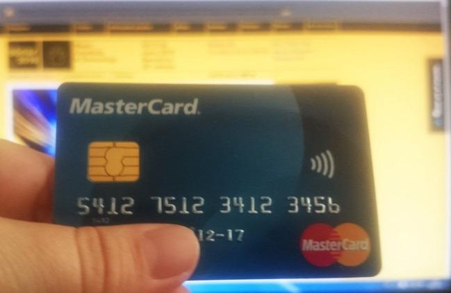 sónar fesztivál utazás szervezés online-vásárlás mastercard masterpass bannkártya netrisk bravofly biztosítás repülőjegy repjegy szállás airbnb spanyolország barcelona wizzair vueling légitársaság övtáska retikül Ridikül kézipoggyász