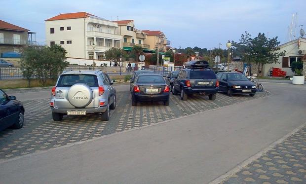 Parkoló az Adria partján -  Forrás: Csernátony Csaba/Buksza