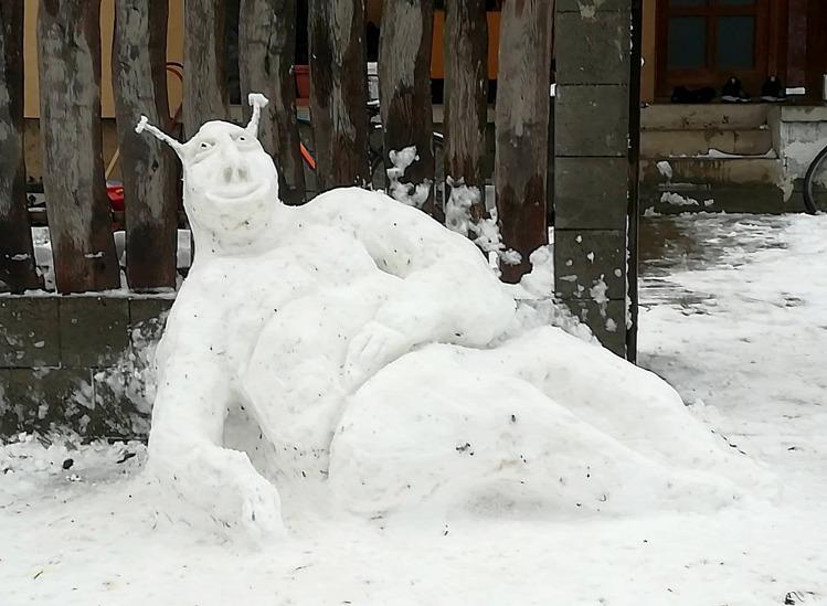 Tünde tél hóember hómacska