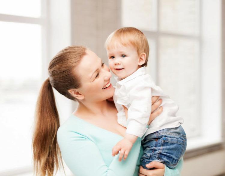 gyereknevelés anyaság