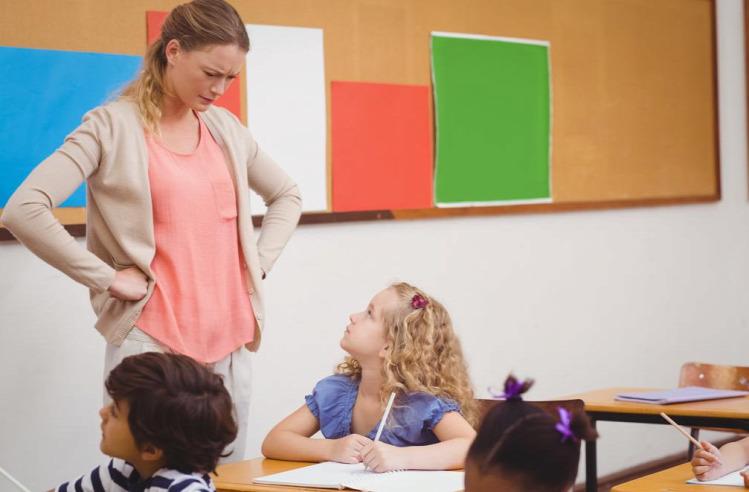 oktatás iskola okostelefon