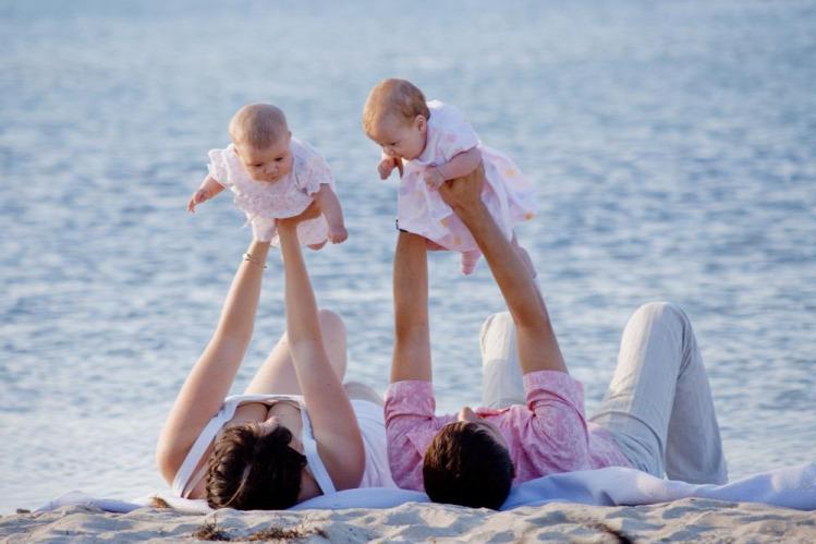nyár csecsemők nyaralás utazás kiemelt