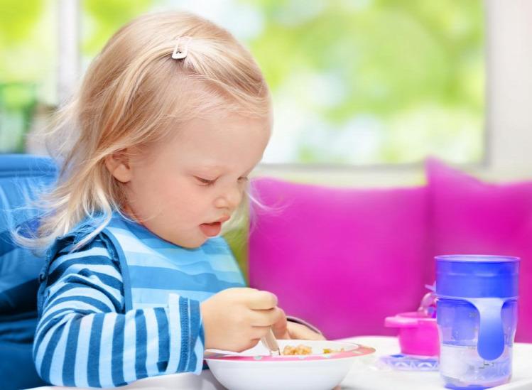 nagycsaládos ovisok iskolások evés étel