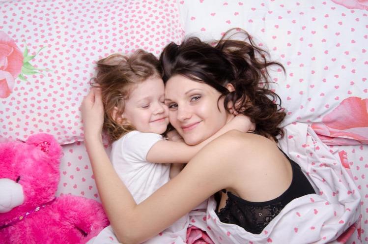 lorella kötődés gyereknevelés csecsemők