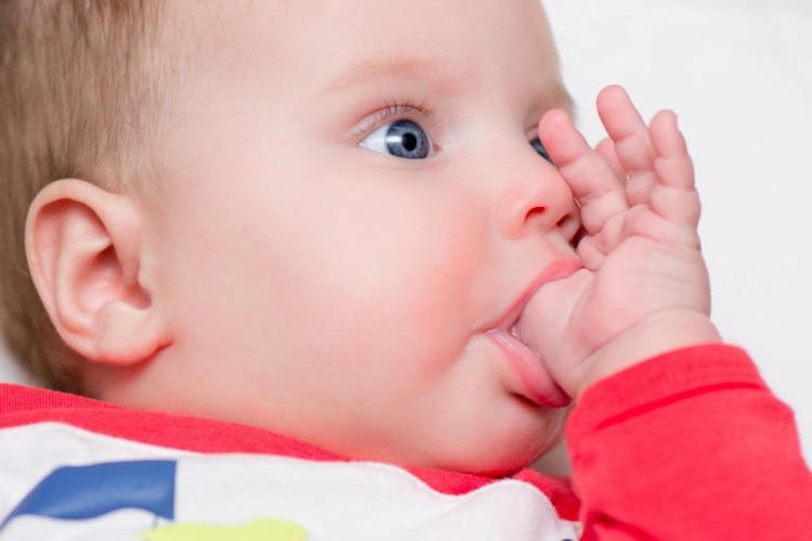 Krikett terhesnapló terhesség kismama ujjszopás szopja az ujját
