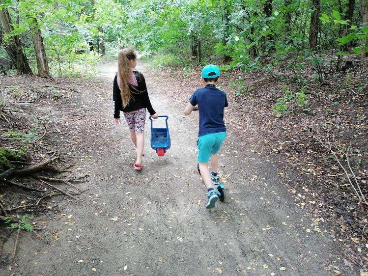 (X) PR walkie talkie gyereknevelés