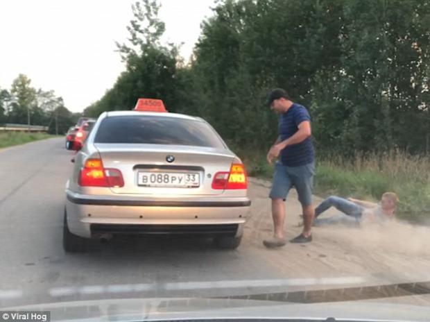 orosz taxis szemét üveg kidob