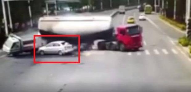 baleset Kína kamion cement
