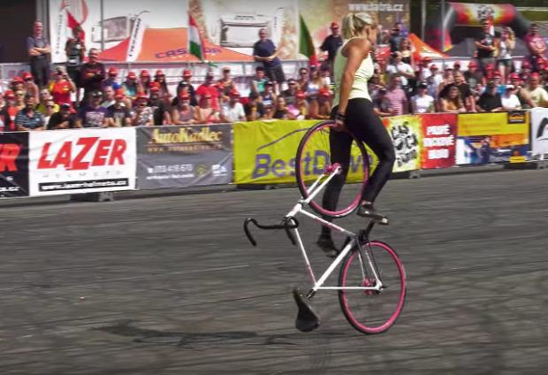 bicikli kerékpár tánc