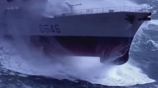 haditengerészet hajó vihar hullám