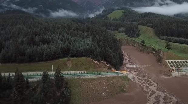 Kína autópálya iszapár földcsuszamlás híd ideiglenes