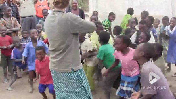 Afrika falu zene hegedű először