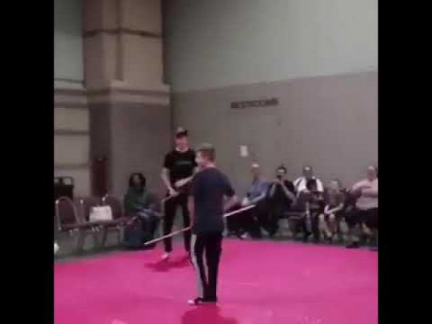 harcművész lándzsa gyerek kölyök