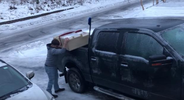 jég csúszás rakodás pakolás