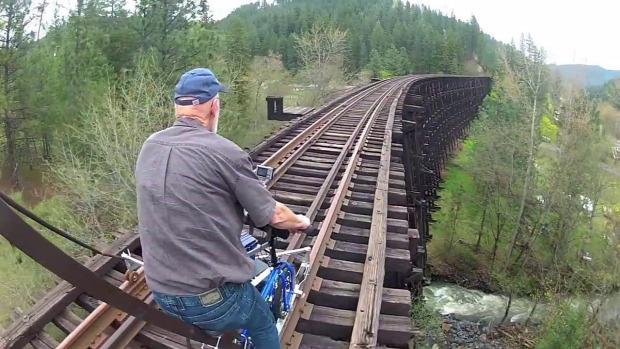 sinkerékpározás sinbiciklizés vasút Amerika elhagyott