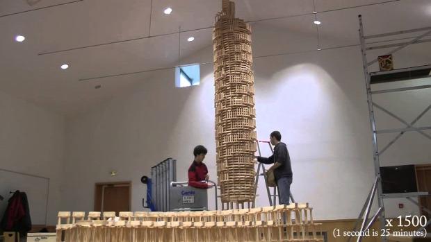 jenga torony dominó
